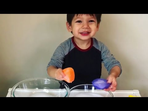 Toddler Water Transfer - fun toddler learning activity - gross motor and fine motor play