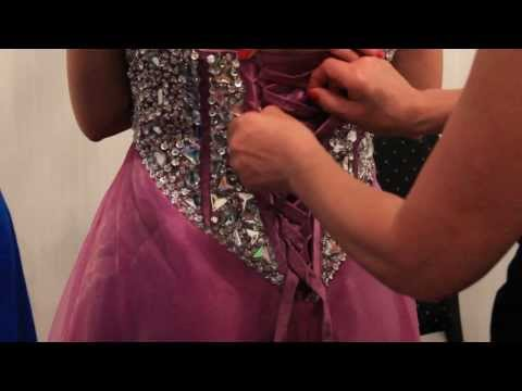 How to lace up a dress