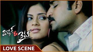 Black and White Movie || Rajeev Kanakala With Sindhu Tolani Superb Love Scene || Shalimarmovies