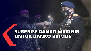 Surprise! Danko Marinir Beri Kue dan Tumpeng ke Danko Brimob