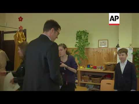 Leading left-wing candidate for PM votes in Hungary election