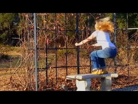 Outdoor Exercise Ideas on a park bench ★ workout routine for busy moms