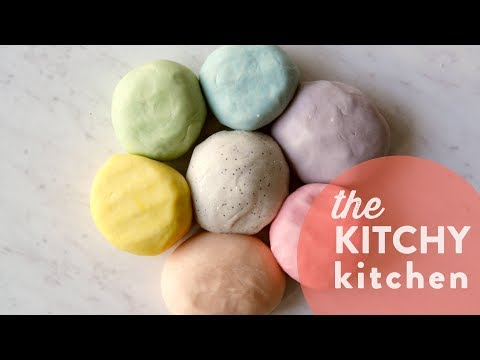 DIY Play Dough // The Kitchy Kitchen