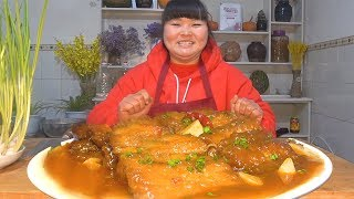 """【陕北霞姐】陕北年夜饭上才吃的年味美食""""红烧带鱼"""",炸的金黄,炖的酥软,给孩子们留着吃!"""
