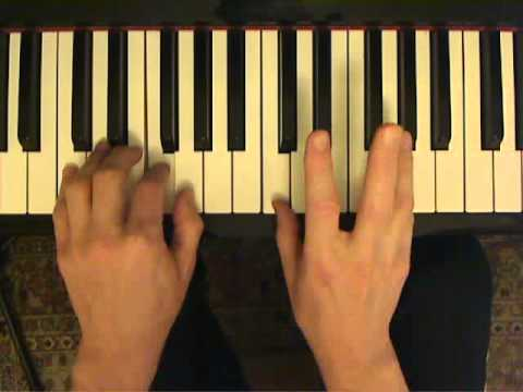 Piano lesson: the first exercise to develop hand independence