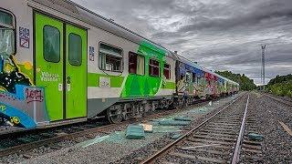 Download Rikotut junanvaunut Broken train carriages Video