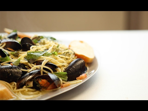 Garlic Mussels With Pasta