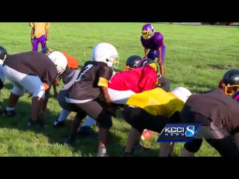 Snoop Dogg helps raise funds for youth football league