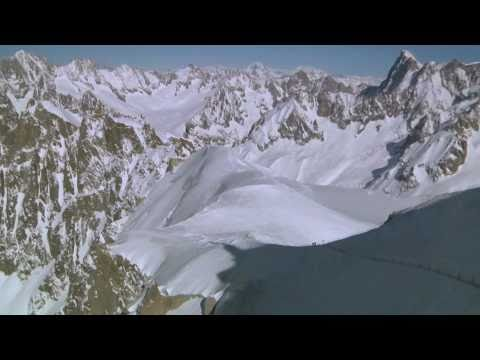 Unbelievable cable car speed flying - Antoine Montant in Chamonix, France