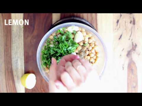 Smooth Israeli garlic hummus