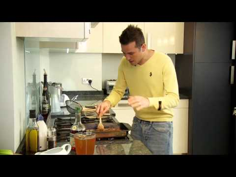 How to make gravy sauce for roast chicken - with Dean Edwards.