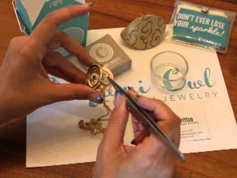 Origami Owl Custom Jewelry-How to assemble a locket and package for your customer