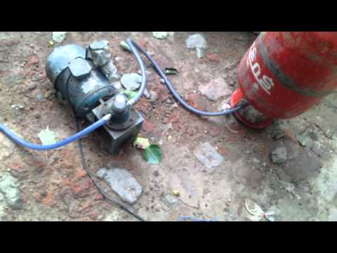 How to Fill Gas from Cylinder to Car