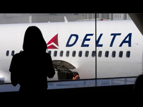TheStreet's Jim Cramer Wants to See Airline Stocks Like Delta Bottom Out on Bad News