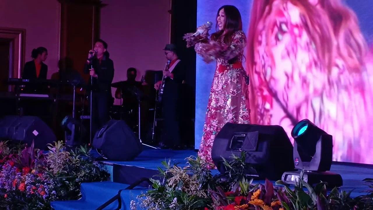 Download Takkan Ada Cinta Yang Lain (live) - Titi DJ feat. NSB band MP3 Gratis