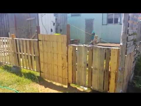 DIY Reclaimed Lumber Pallet Fence