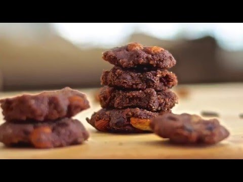 Raw Vegan Chocolate Almond Cookies!