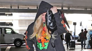Iggy Azalea Tries To Hide At LAX As Fans Accuse Her Of Having A Fake Derriere