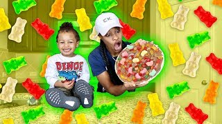 HOW TO MAKE A GIANT GUMMY PIZZA W/ BABY CHRIS!!!!
