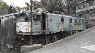 ニイダ模型前にある国鉄車両のef58 36号機と可部線の73系(広島県) 2011.3