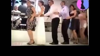very funny dancing penguin ,رقصة البطريق مضحك جدا