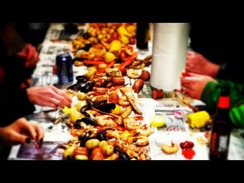 Low Country Seafood Boil with Shrimp, Crabs & Clams