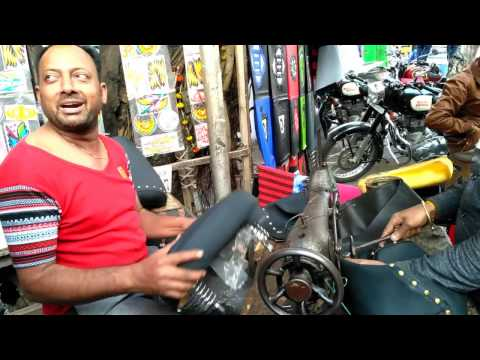 AUTOMOBILE CHOR BAZAAR IN KOLKATA | AT CHEAP PRICE | WELLINGTON | HELMETS | STICKERING | SPARE PARTS