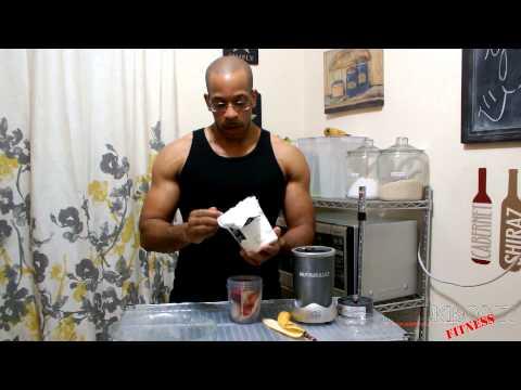 NUTRIBULLET RECIPE : STRAWBERRY BANANA GREEK YOGURT SMOOTHIE
