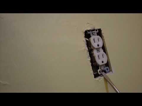 Fixing a wall plug socket cover adjustment