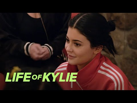 Kylie Jenner & Jordyn Woods Get Readings By a Shaman | Life of Kylie | E!