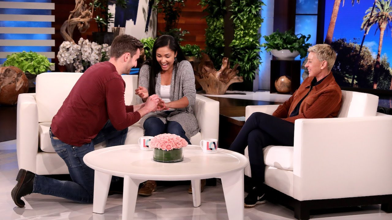 Fan Gives Girlfriend Proposal of Her Dreams on the Show!