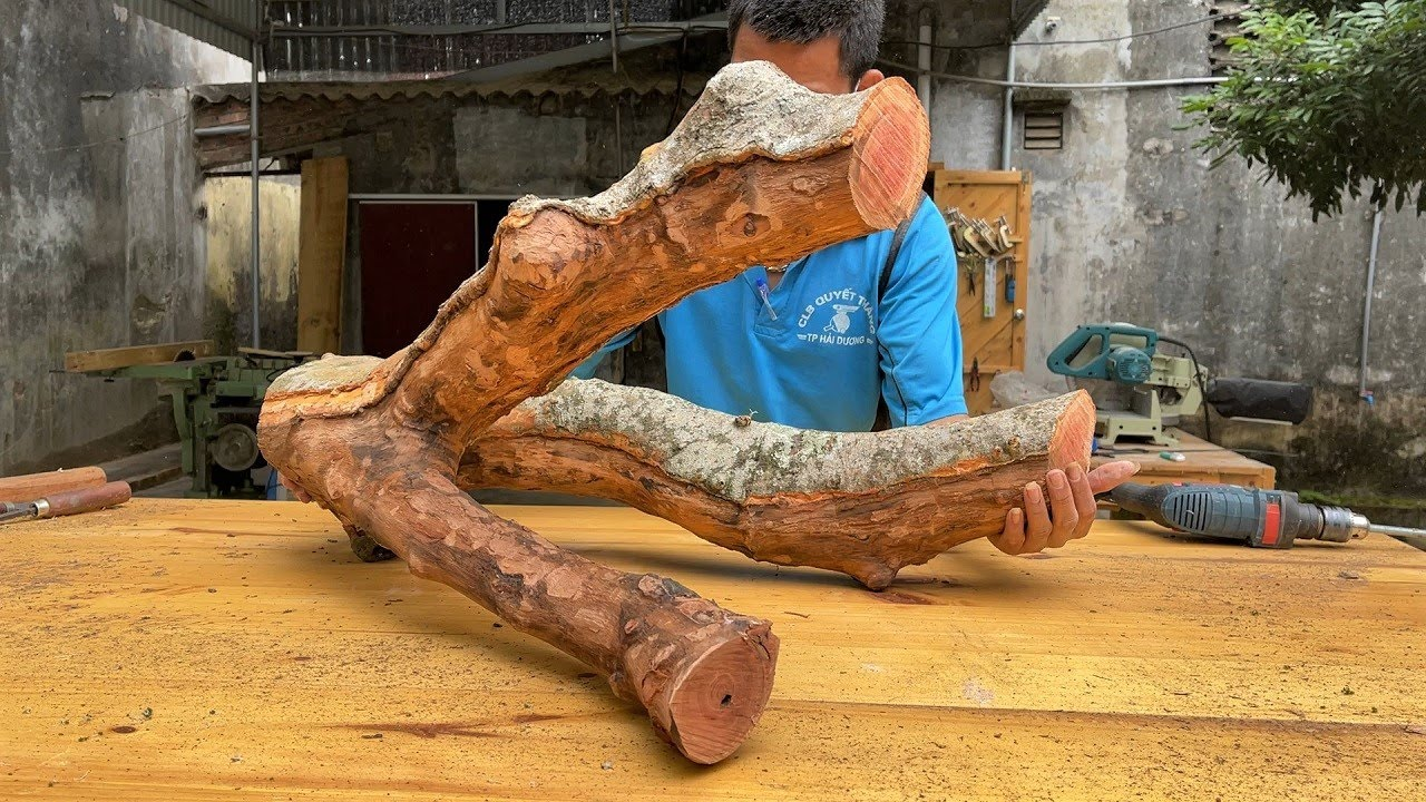Extremely Creative Wood Recycling Project | How To Make a Discarded Tree Into a Unique & Solid Table