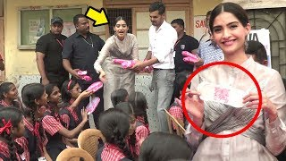 Sonam Kapoor COPIES Akshay Kumar & Gives Out FREE  Pads To School Girls At Padman Promotions