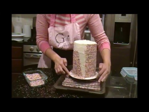 How to Decorate a Rainbow Cake with Sprinkles