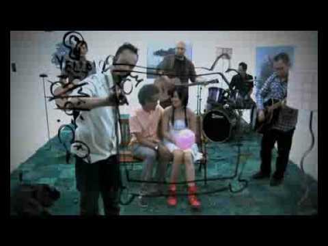 """Download Pure Saturday - """"Di Bangku Taman"""" Dir. Etienne Caesar MP3 Gratis"""