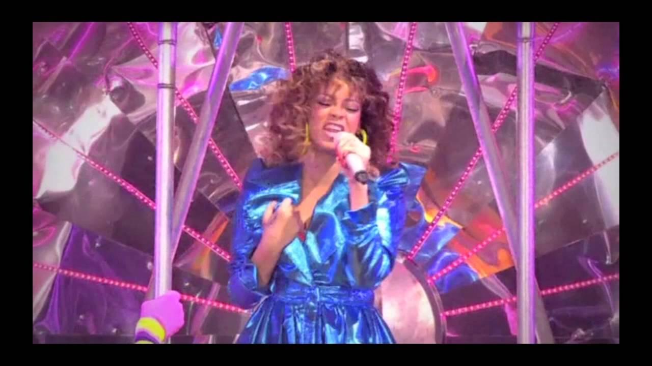 Rihanna - Rihanna LOUD Tour Live At The O2: First Look