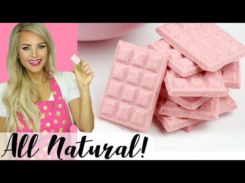 How To Make All-Natural Strawberry Chocolate Bars (2-Ingredients!) // Lindsay Ann Bakes