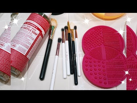 HOW TO CLEAN MAKEUP BRUSHES IN UNDER 10 SECONDS (ASMR)