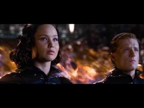 The Hunger Games: Katniss and Peeta Tribute Parade Scene [HD]