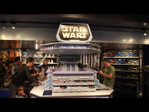 STAR WARS DROID FACTORY - BUILD A DRONE IN DISNEYLAND