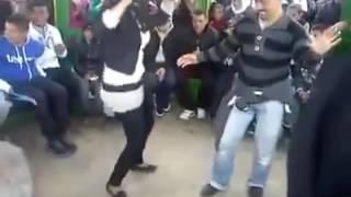 #x202b;رقص شاب مع بنت  تحية للجزائر العظيم#x202c;lrm;