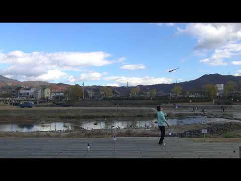 水流のロック (club juggling routine)