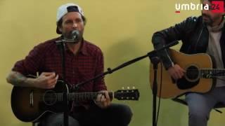 Jovanotti dai terremotati non ricorda le sue canzoni: «Non fatelo sapere», ma loro cantano per lui