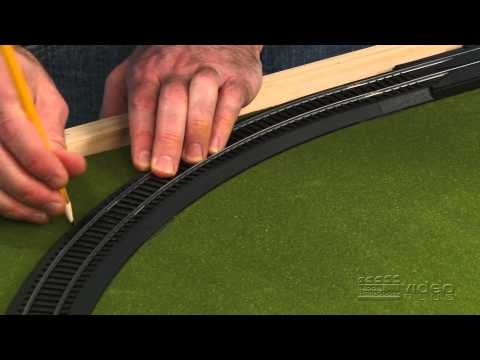 Family Train Layout: episode 3 - laying and wiring track