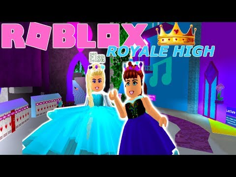 QUEEN ELSA & PRINCESS ANNA FIRST DAY OF ROYALE HIGH!! (ELSA CRIES)-Roblox roleplay