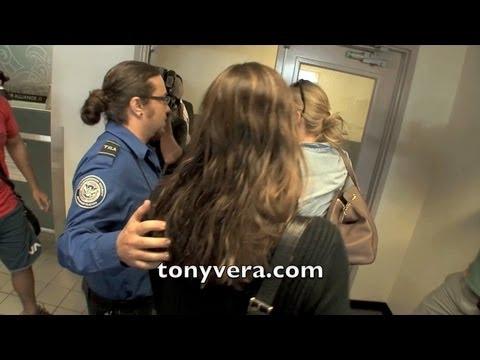 TSA officer playing BODYGUARD for Jennifer Garner