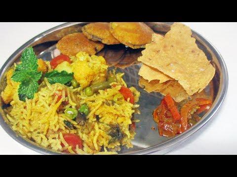 स्वादिष्ट और सेहत से भरपूर Veg Khichdi Recipe in Hindi | मूंग खिचड़ी