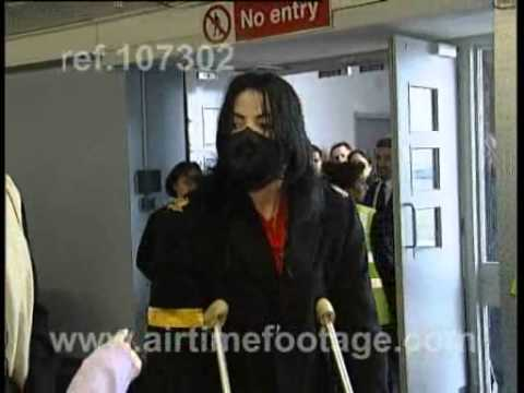 Michael Jackson on crutches at airport