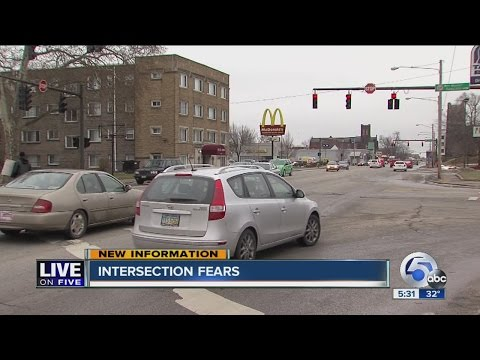 East Cleveland mayor says flashing red light is broken