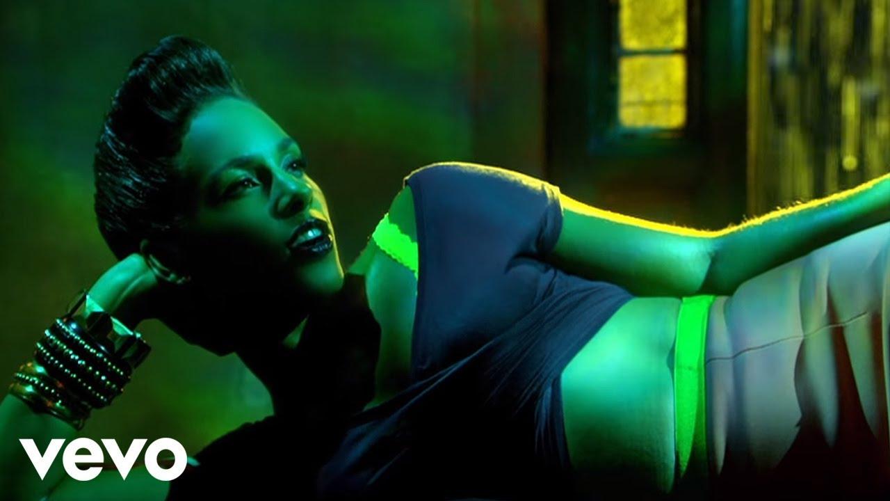 Alicia Keys - Girl On Fire (feat. Nicki Minaj)